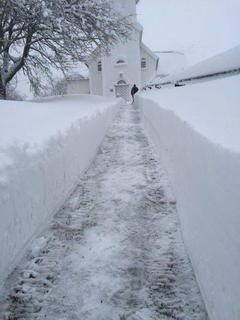 Øvrebø kirke: snøvinteren 2017-18