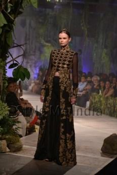 Anamika-Khanna-at-PCJ-Delhi-Couture-Week-2013-13
