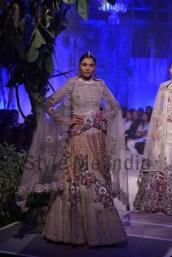 Anamika-Khanna-at-PCJ-Delhi-Couture-Week-2013-22