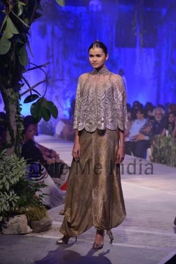 Anamika-Khanna-at-PCJ-Delhi-Couture-Week-2013-28