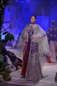 Anamika-Khanna-at-PCJ-Delhi-Couture-Week-2013-38