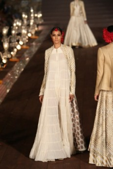 WIFWSS'15D5S5RohitBalRunway081