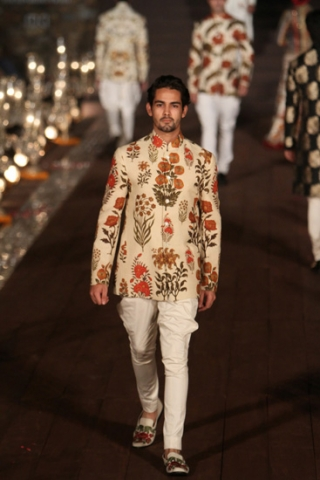 WIFWSS'15D5S5RohitBalRunway152