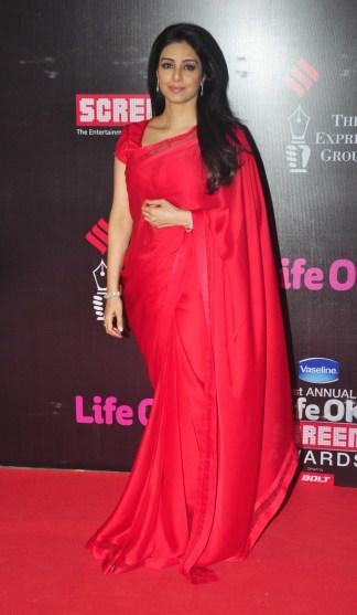 21st-life-ok-screen-awards-deepika-padukone-priyanka-chopra-shahid-kapoor-other-stars-walk-red (1)