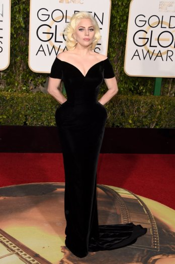 Lady-Gaga-Taylor-Kinney-Golden-Globes-2016-Pictures