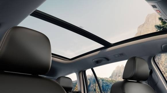 alltrack-features-panoramic-sunroof