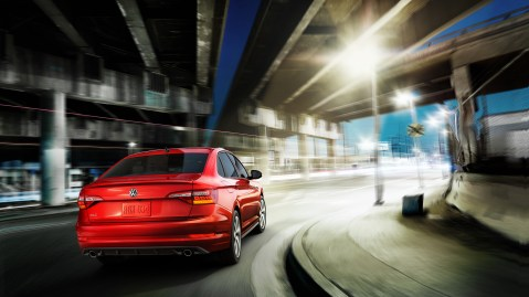 GLI-features-sport-suspension