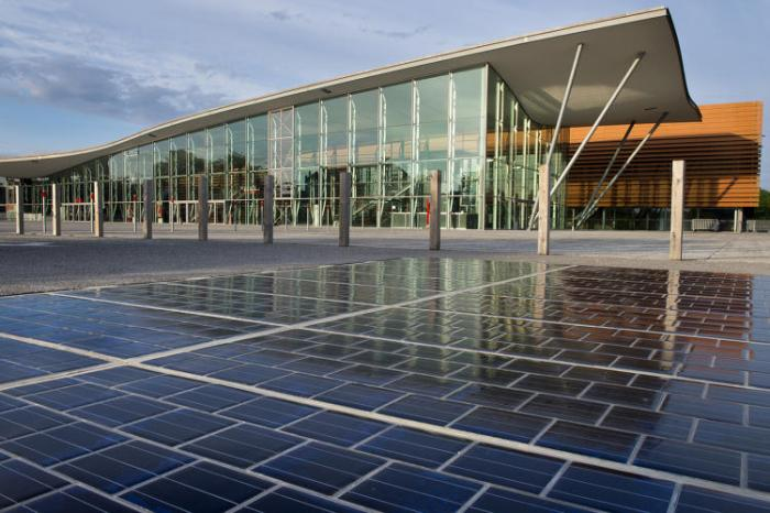 3066838-slide-3-france-opens-the-worlds-first-solar-road