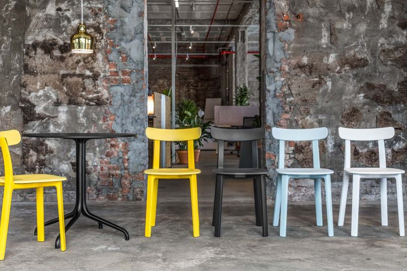 vitra-opens-a-new-pop-up-shop-and-garage-office-new-york-4