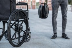 05-REVOLVE-WHEEL-FOLDED-UNFOLDED-WHEEL-URBAN-WHEELCHAIR-ANDREA-MOCELLIN-2017_726682