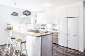 the-kitchen-is-designed-in-a-u-shape-to-enable-socializing-and-to-optimize-space-flow