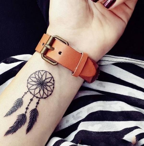 Hình xăm đẹp từ dreamcatcher trên cổ tay