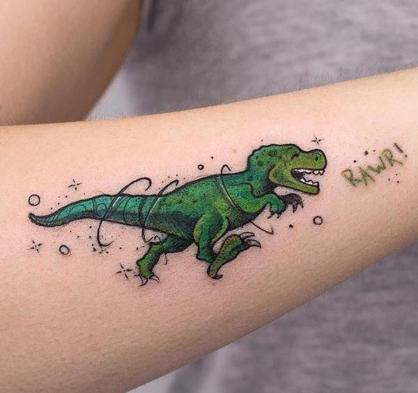 Hình xăm khủng long ấn tượng trên cánh tay