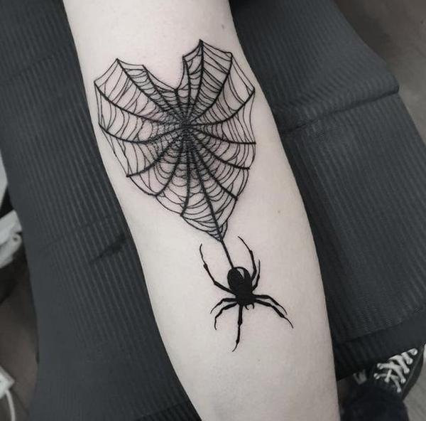 hHình xăm nhện cũng mang ý nghĩa gắn bó về mặt tình duyên