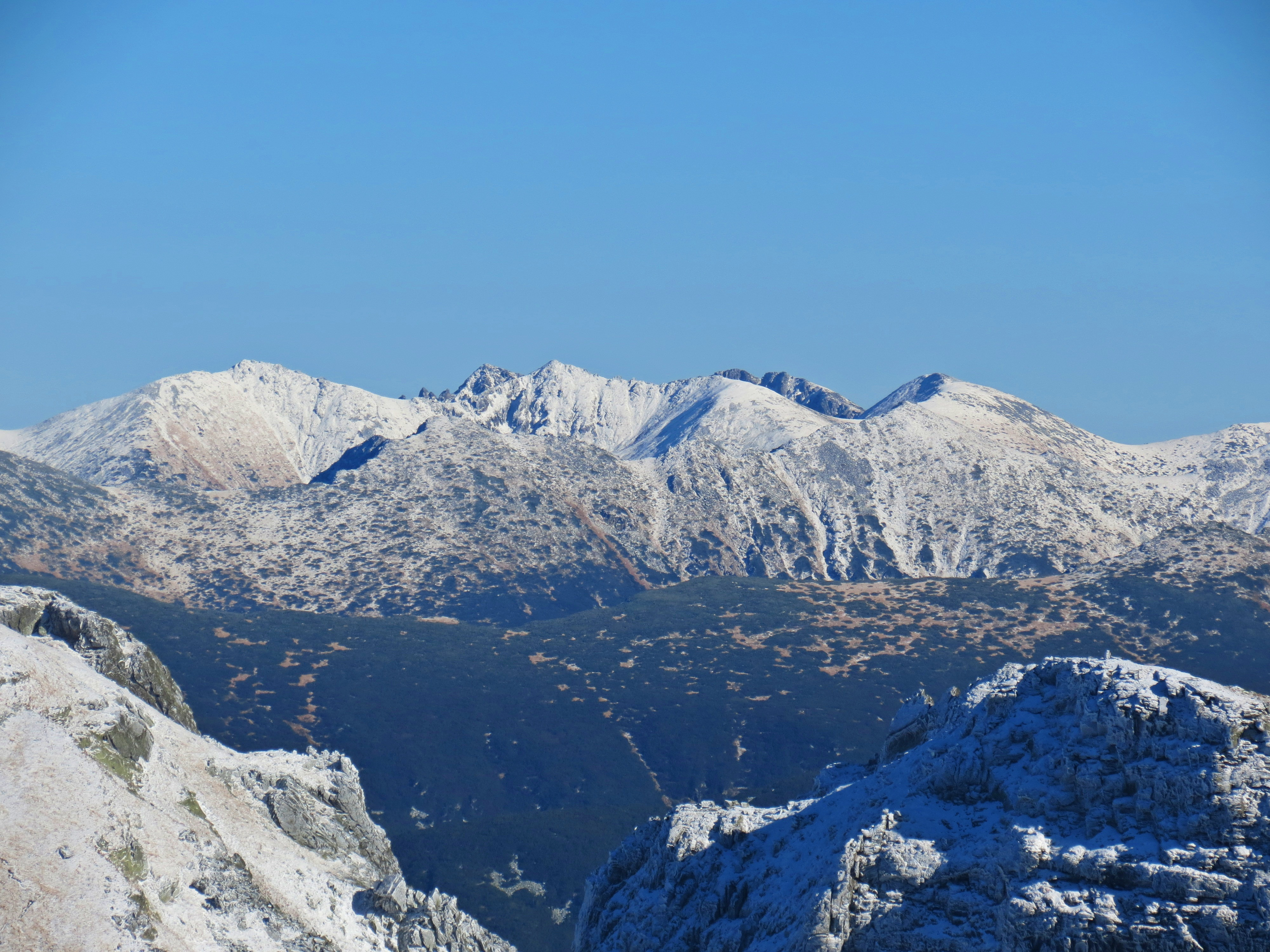 hiking-malyovitsa-peak-rila-mountain-winter-views