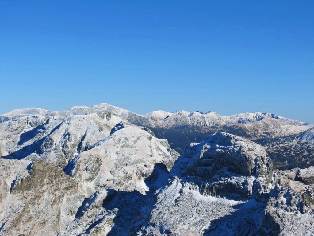 hiking-malyovitsa-peak-rila-mountain-winter-views-top