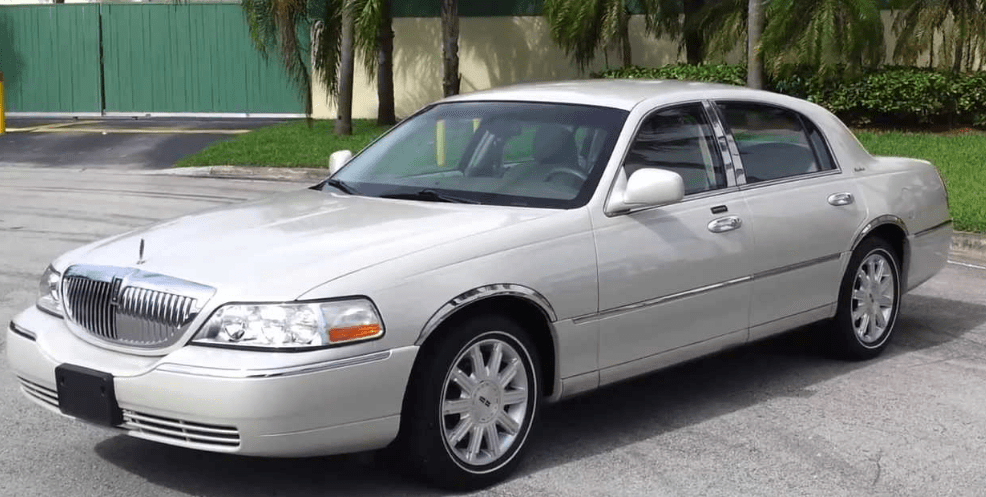 2005 Lincoln Town Car Concept and Owners Manual