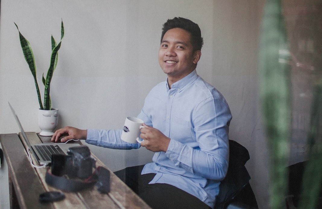 Ownr Success Story: Jhon Blando, Hobbyist Photographer Turned Entrepreneur