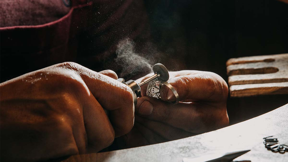 How to Start a Business Making Jewellery