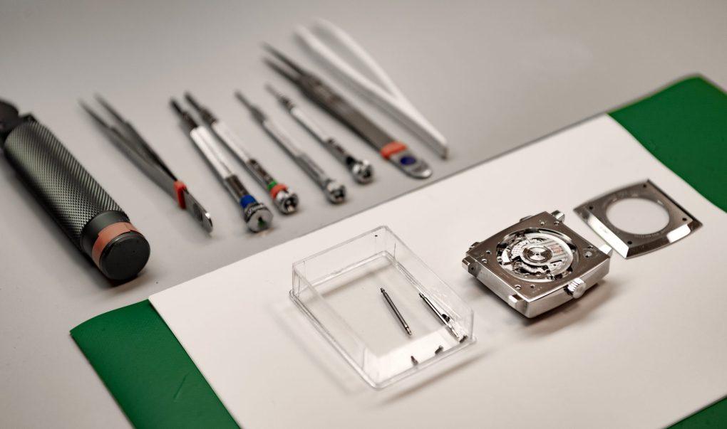 Watchmaker tools. Web maintenance and support/vedlike og support banner