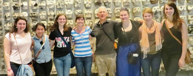 Professor Bob Gitter poses with his all-women travel learning course in Mexico. Photo from Jessica Sanford