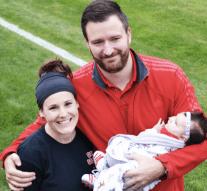 Women's soccer team honors Baby Lou