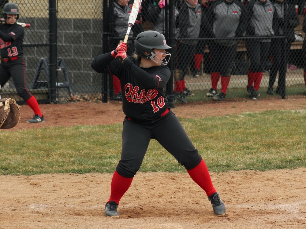Softball loses in doubleheader against Army