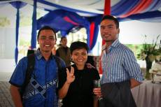 me with Awan (L) and Rama. [photo by octa]