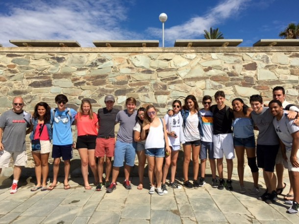 """International Relations"" and ""Sports Marketing"" students at the Bogatell beach."