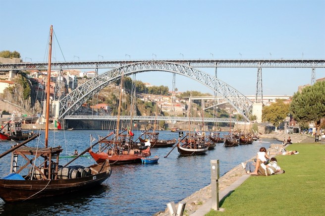 Porto 2009 – The river and the bridge - Portugal © Luis C.
