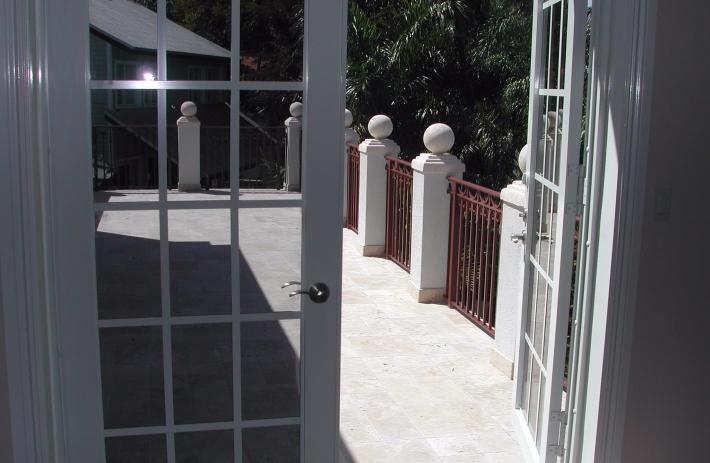 3545 Bed Balcony