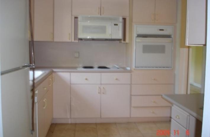 5815 old kitchen interior