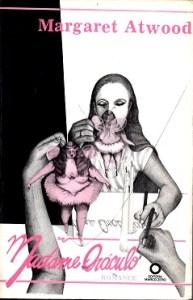 O primeiro livro de Margareth Atwood traduzido.