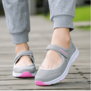2020 spring and summer new mother shoes old breathable soft bottom flat shoes ladies single shoes walking shoes comfortable grandma