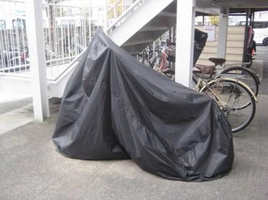 バイクのカバーは台風の時は外すべきかどうか対策を考えよう