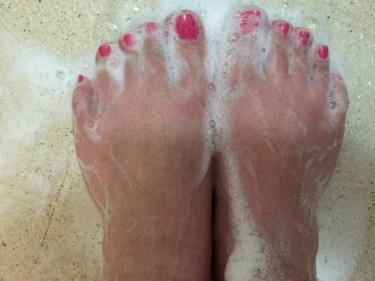 重曹を使うと嫌な足の臭いに効果が?重曹を使った足湯方法