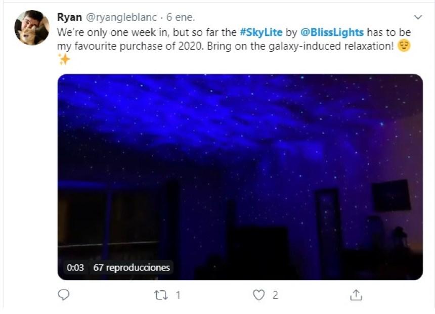 Este proyector láser transforma tu habitación en una galaxia