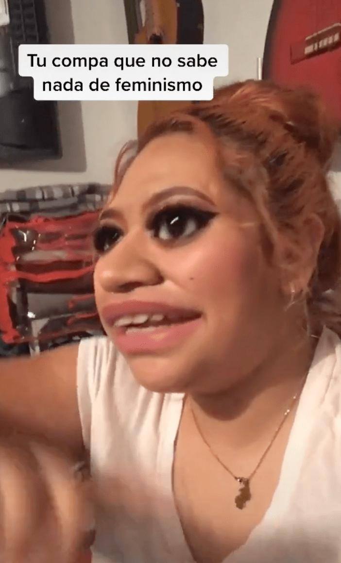 Esta joven la está rompiendo en TikTok por mostrar lo ridículo de la masculinidad
