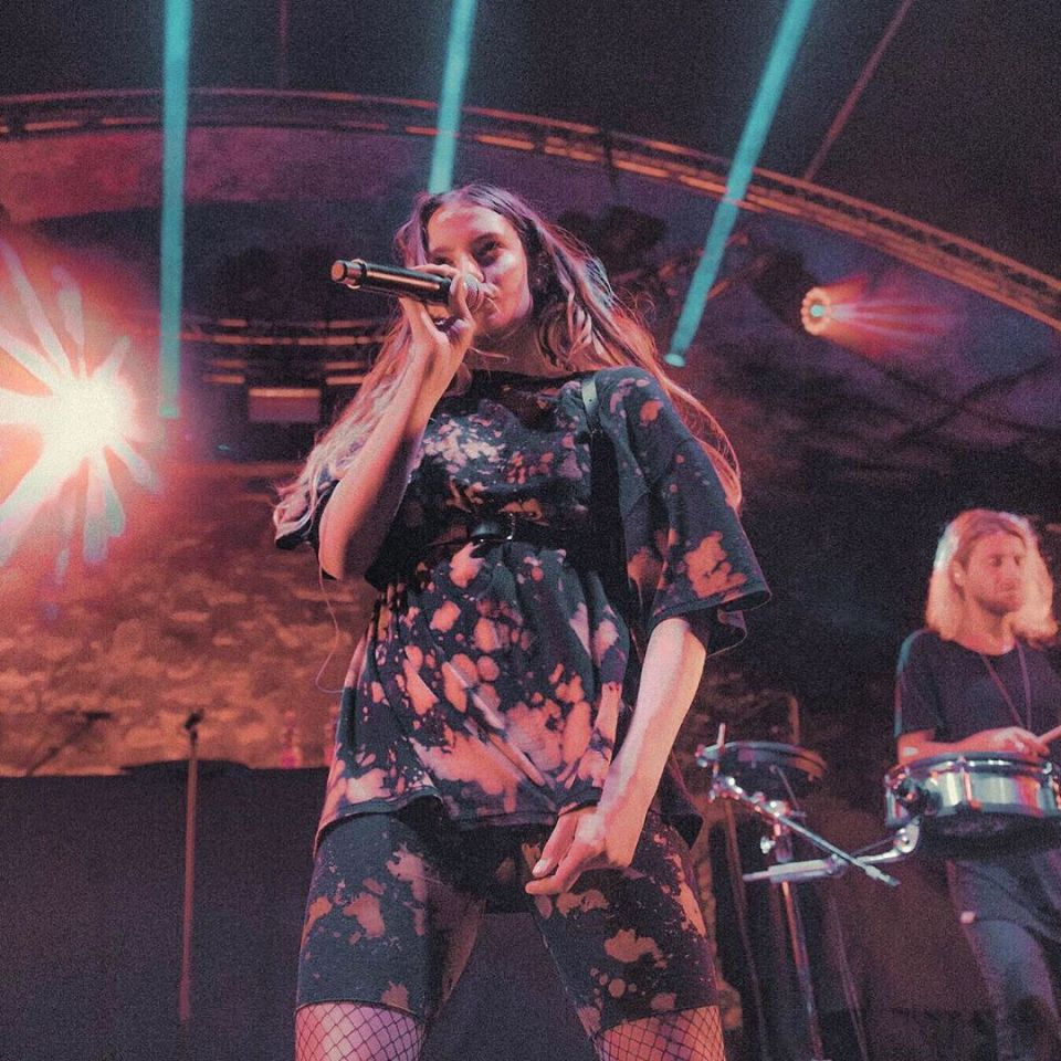 Claire Laffut: La promesa del pop en Bélgica que dejó la pintura por la música