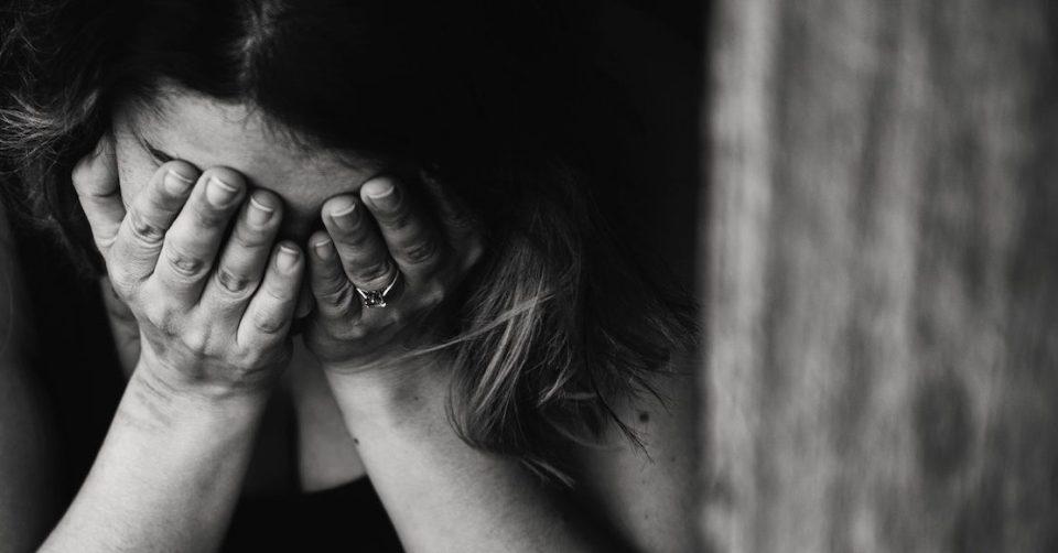 """""""Muchas personas se cortan las venas por llamar la atención"""" dice influencer sobre el suicidio"""