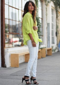 White-Jeans-Outfit-Idea-with-heeled sandals