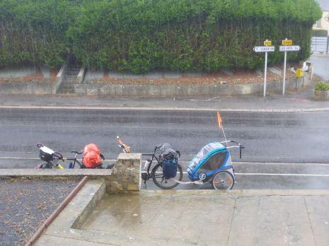Premier jour sous la pluie | First day under the rain