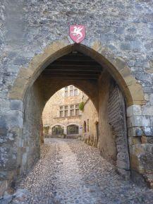 Entrée de Pérouges, ville médiévale   Gate of Pérouges, medieval city