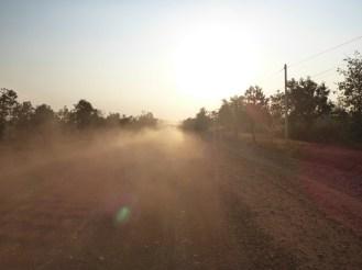 Poussière sur la route   Dust on the road