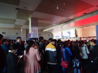 Gare d'Urumqi bondée | Crowded Urumqi station