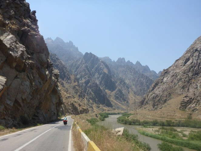 Arrivée en Iran, les montagnes font peur ! | Iranian montains are scary !