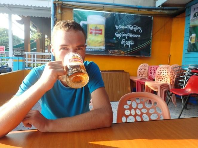 La bière est bonne, ça commence bien ! | Beer is good, a good start!