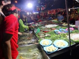 Rangoon : Dégustation de crustacés dans la rue | Shellfish in the street