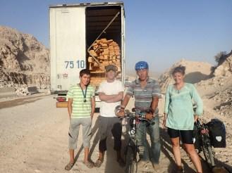 Camionneur qui nous a un peu aidé | Truck driver who helped us a bit