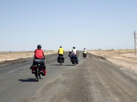 Arrivée au Turkmenistan en groupe   Entrance in Turkmenistan with a group